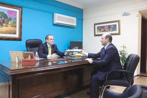 Ministro Peralta en Contraloría.jpg